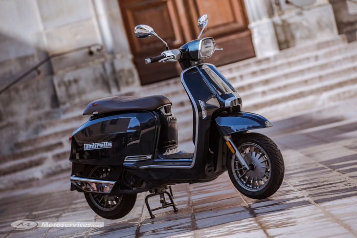 Lambretta v125 en location au garage Rock and Road